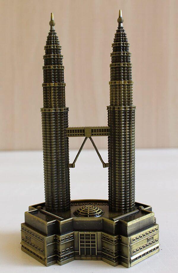 petronus twin tower showpiece