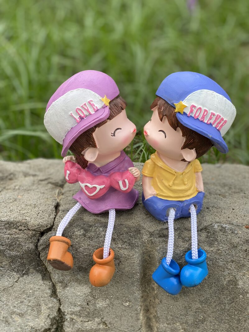 Kissing Couple Showpiece